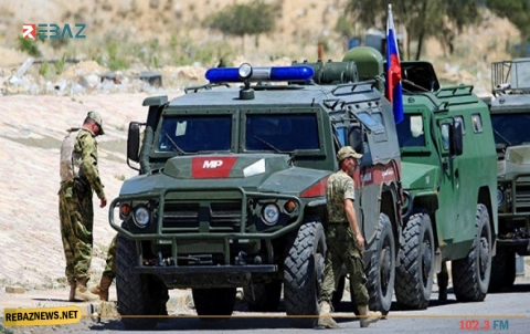 دورية روسية تستطلع نقاطاً استهدفتها المجموعات المسلحة بريف تل تمر